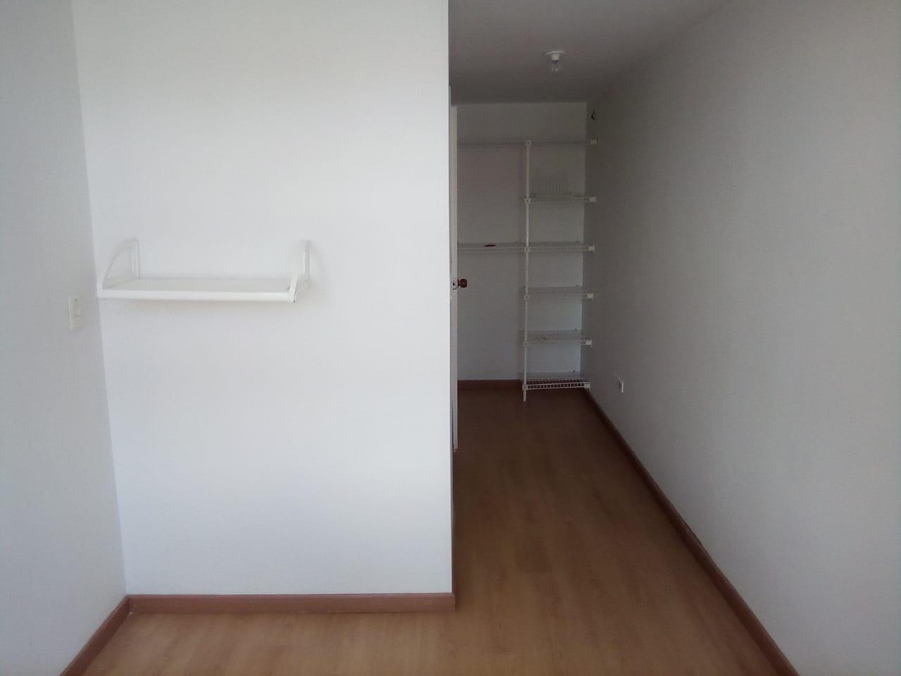 Foto 20 tercer piso alcoba a la calle con closet