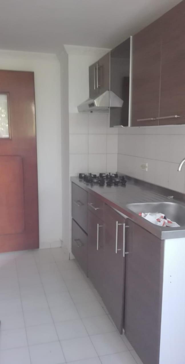 Foto 04 Cocina con Zona de Ropas (1)