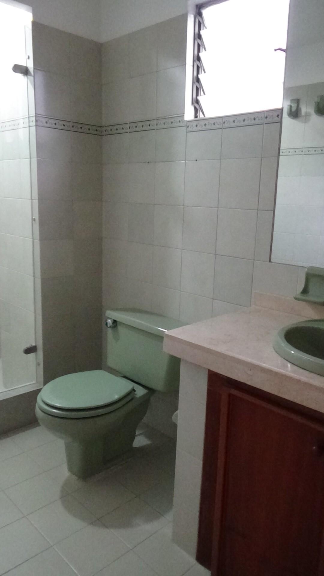 13 Baño Alcoba Principal